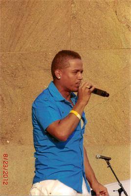 Jose speaking during concert